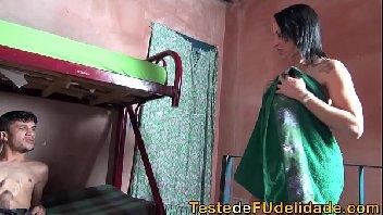Mulher tesuda saiu do banho para dar a sua bucetinha