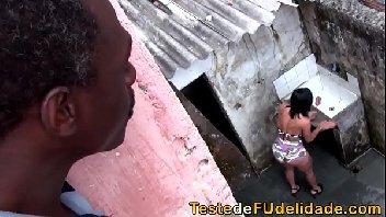 Tarado metendo com a sua vizinha