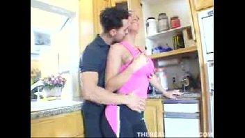 Dona de casa bem gostosa transou muito com o seu maridão safado