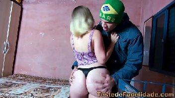 Comeu a prima rabuda depois do baile funk na favela