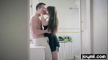 Menina excitante dando a sua bucetinha gostosa