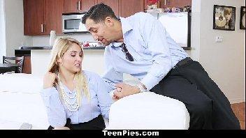Chefe de casa metendo na sua mulher gostosa