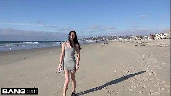 Depois da praia a vadia fodeu no carro com o safado