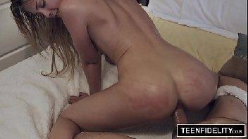 Pornoub loira gata com a piroca grossa a comendo
