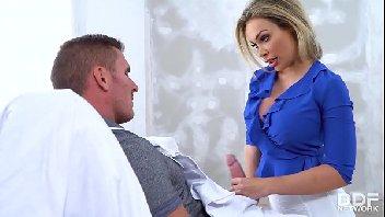 Vídeos de sexo oral com a loira bem peituda