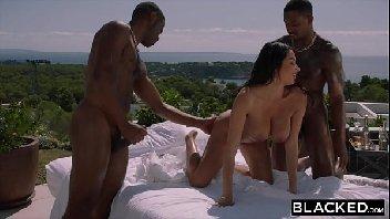 Porno magrinha dando para os dois dotados negros