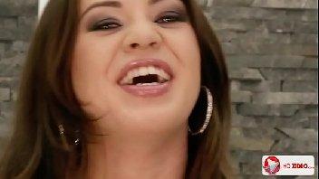 Video pornu com uma vadia safada dando o cu bem gostoso